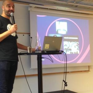 Masoud Vatankhah föreläser om Musiker mot rasism, MR-dagarna 2014.